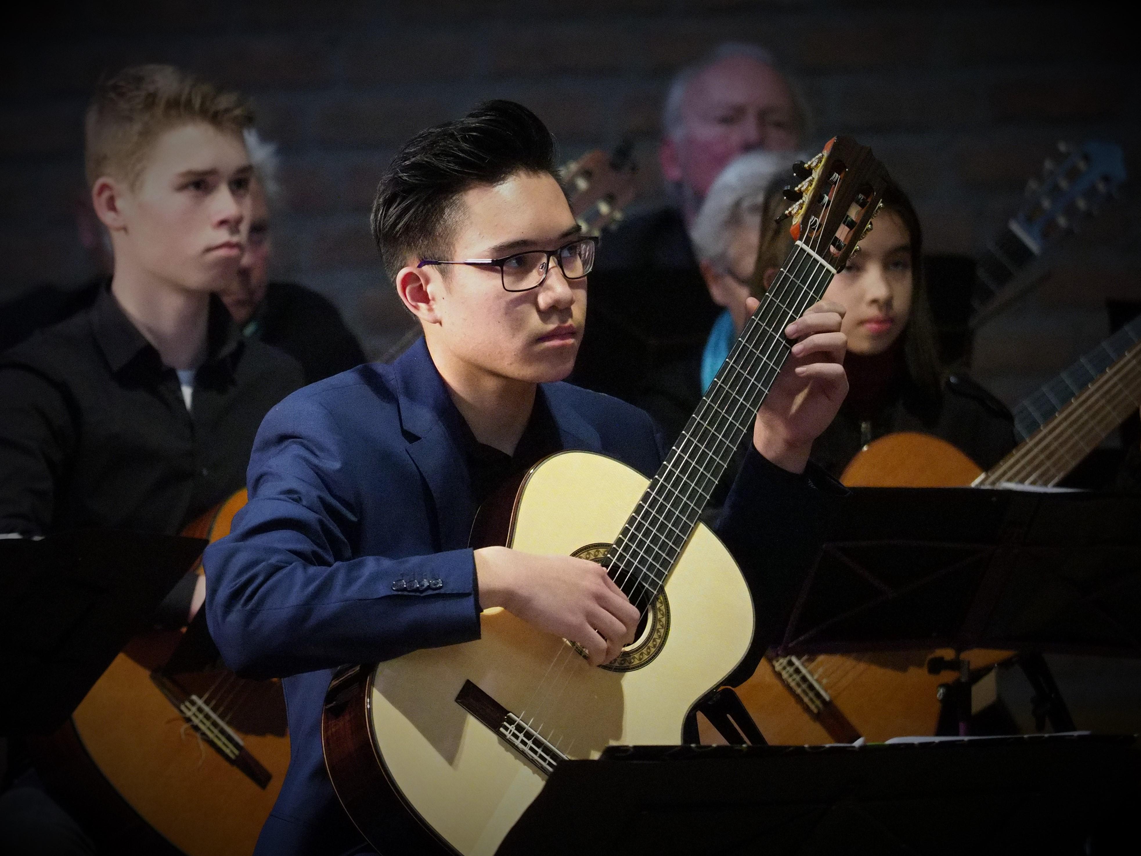 Isaac speelt Vivaldi Concerto in D